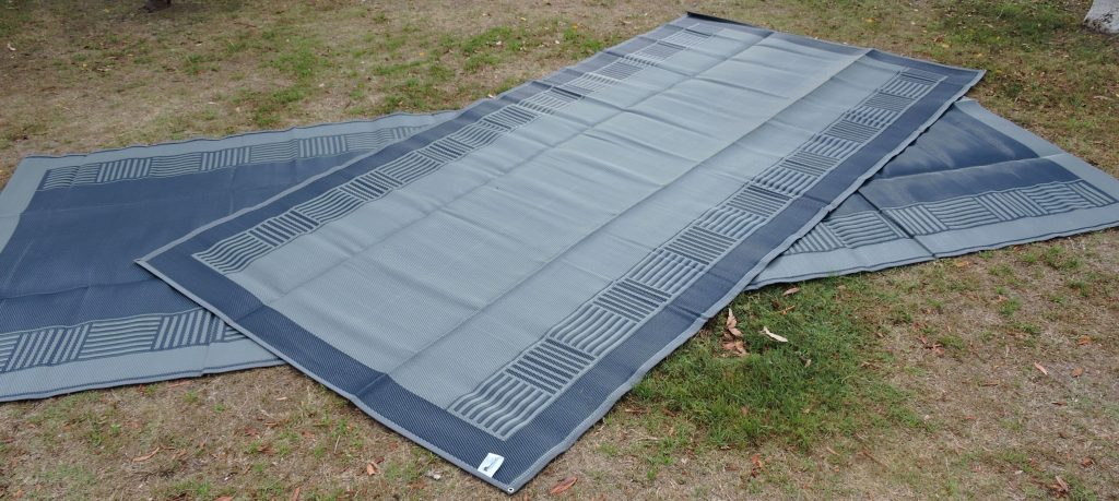 Outdoor camping mat in navy/grey